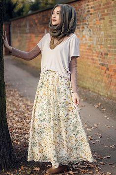 Cute floral skirt, worn by Indah Nada Puspita --------- Believe me. If I wore this same outfit, I'd look like a farmer in a provincial village. Muslim Dress, Hijab Dress, Hijab Outfit, Muslim Hijab, Modest Outfits, Modest Fashion, Fashion Outfits, Fashion Fashion, Beau Hijab