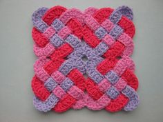 FREE PATTERN. @  Www.ravelry.com/pattern/library/Celtic-knot-square