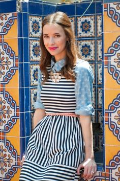 chambray under striped dress.I need to get a chambray Work Fashion, Fashion Models, Fashion Details, Fall Fashion, Mode Style, Style Me, No Ordinary Girl, Chambray Top, Under Dress