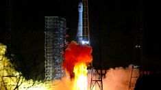 China Lands Spacecraft on Far Side of Moon - The New York Times. BEIJING — China reached a milestone in space exploration on Thursday, landing a vehicle on the far side of the moon for the first time in history, state media announced. Dark Side Of Moon, China Moon, Space Probe, Moon Missions, Scientific American, The Far Side, Moon Landing, Space Exploration, New Chapter