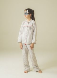 Very feminine girl's pyjama with little frills at the neck, cuffs and trouser hem. Cotton 100%. #pyjama #sleepwear  #kidsfashion #girly #pyjama #modeenfant #modainfantil