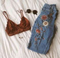 63 Best Styles Of Grunge Outfits For Women That Are Truly Impressive Bring out the bold girl in you. Don the style from the best collection of unique grunge outfits for women and get ready to rule the streets. Mode Grunge, Grunge Look, 90s Grunge, Summer Grunge, Grunge Style Winter, Soft Grunge Style, Winter Style, Grunge Fashion Winter, Grunge Jeans