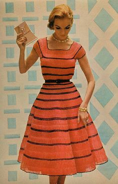 Fashion of the ( retro dress / vintage fashion photography ) Look Fashion, Retro Fashion, Fashion Models, Vintage Fashion, Trendy Fashion, 1950s Fashion Women, 1950s Women, Fashion 1920s, Moda Vintage