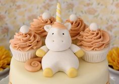LOVE THE UNICORN!! CUTEST UNICORN I HAVE EVER SEEN!!! THIS WILL BE ON MY 13TH BIRTHDAY CAKE!!!!