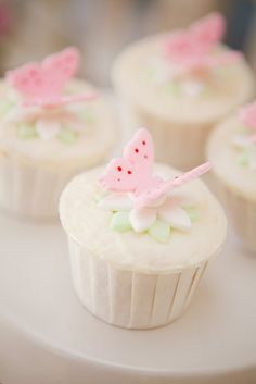Fairy cupcakes - for big and little fairies. Fairy cupcakes - for big and little fairies. Fairy Cupcakes, Butterfly Cupcakes, Butterfly Party, Butterfly Birthday, Garden Cupcakes, Fabric Butterfly, Flower Cupcakes, Pink Butterfly, Butterfly Wall