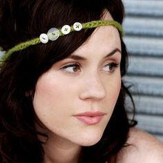 headband with button accents - why haven't I ever thought of making this?!