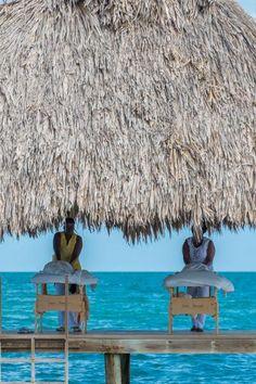 Jaguar Reef Lodge in Belize is a relaxing honeymoon oasis #belize #honeymoon