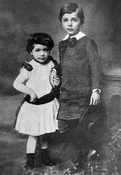 ALBERT EINSTEIN and his younger sister Maria, nicknamed Maja, were very close as children. When World War II broke out in Europe in Maja immigrated to the United States to live with Einstein in Princeton, New Jersey. Albert Einstein Quotes, Albert Einstein Photo, Old Photos, Vintage Photos, Rare Photos, Indira Ghandi, Young Celebrities, Celebs, Writers