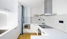 Decoración de cocinas: departamento de 80m2 en Barcelona por Bonba Studio