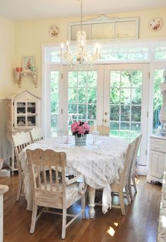 frenchdoors in the eating nook