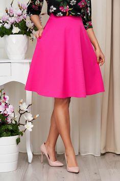 Fusta universala ce avantajeaza silueta feminina. Se potriveste in tinute office si casual-chic. Croiala evazata cu talie inalta, buzunare laterale, betelie in talie si incheiata cu fermoar la spate. Este confectionata din stofa elastica uni. Waist Skirt, High Waisted Skirt, Casual Chic, Skirts, Outfits, Fashion, Casual Dressy, Moda, Skirt