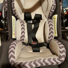 Baby car seat Baby car seat with click in bottom included like new only used 5 months ! baby trend  Other