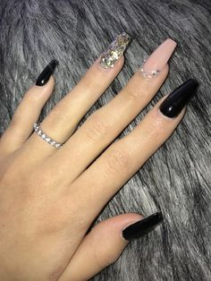 There are three kinds of fake nails which all come from the family of plastics. Acrylic nails are a liquid and powder mix. They are mixed in front of you and then they are brushed onto your nails and shaped. These nails are air dried. When creating dip. Black And Nude Nails, Black Coffin Nails, Black Nail Art, Black Glitter Nails, Edgy Nail Art, Long Black Nails, Black Ombre Nails, Pink Coffin, Glitter Art