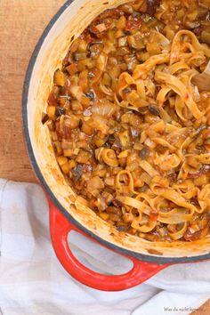 One Pot Pasta ist aus meiner Küche nicht mehr wegzudenken. Auch die mediterrante One Pot Pasta mit Auberginen hat ihren ganz besonderen Reiz. Probiert sie!