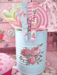 decorate tin can and clothes pins - shabby chic - pastels - colors Tin Can Crafts, Diy And Crafts, Arts And Crafts, Vintage Shabby Chic, Shabby Chic Decor, Craft Projects, Projects To Try, Crafty, Canning