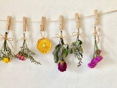 華やか♡ドライフラワーガーランド♡ House Plants Decor, Plant Decor, Decor Crafts, Diy And Crafts, Luxury Candles, Flower Aesthetic, Diy Embroidery, Handmade Decorations, Dried Flowers