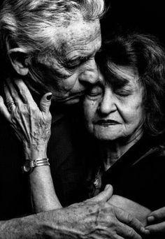 Beaty lover Older Couples, Cute Couples, Old Love, Love Is All, Tanz Poster, Vieux Couples, Growing Old Together, Belle Photo, How Beautiful