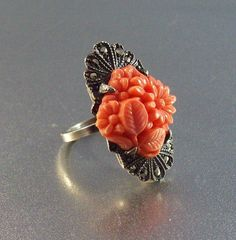 Vintage Art Deco Sterling vyřezávané Coral Cocktail Ring, Marcasite Akcenty, květinovým motivem, Size 5.5