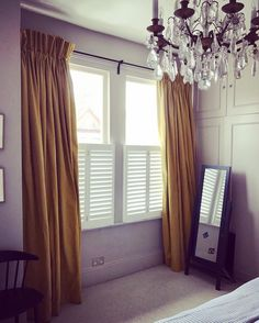 Bring in the sunshine ☀️ opting for only half window coverage, simultaneously providing privacy with lower tier Café style shutters • #sunshine #window #coverings #privacy #café #style #shutters #california #range #windowtreatments #homedecor #housedecorating #home #interior #interiorideas #house #decor #decoration #ideas #housegoals #interiors #interiorstyling #crystal #chandelier #summertimeshine •