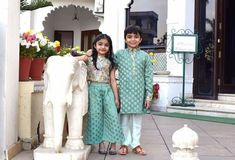 Twin Outfits, Matching Outfits, Kids Outfits, Kids Dress Wear, Kids Wear, Baby Lehenga, Mom And Baby Dresses, Indian Designer Outfits, Indian Outfits