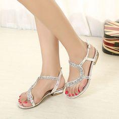 http://zapatosdefiestaonline.com/2014/08/11/modelos-de-sandalias-planas/