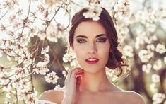 Perfect Eyebrows add beauty and elegance to your face.Have the best eyebrows gir. Perfect Eyebrows add beauty and elegance to your face. Curly Waterfall Braid, Wedding Hair Tips, Easter Dresses For Women, Brunette Bride, Loose Updo, Photo Portrait, Best Eyebrow Products, Perfect Eyebrows, Trending Hairstyles