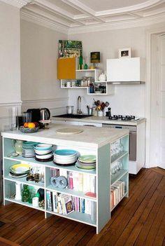 Kücheninsel mit Buch- und Geschirrspeicher