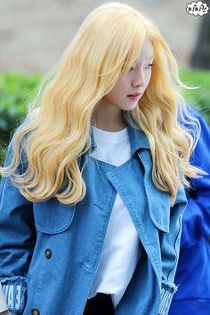 Red Velvet Irene South Korean Girls, Korean Girl Groups, Red Velvet Irene, Velvet Fashion, Korean Singer, Role Models, Actors & Actresses, My Girl, Aurora Sleeping Beauty