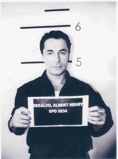 Boston Strangler-Albert Desalvo mug shot. Some serial killers are attractive and they use that to their advantage. They are usually quiet smart also. Criminal Justice, Criminal Minds, Albert Desalvo, Celebrity Mugshots, Natural Born Killers, Evil People, Criminology, The Victim, Serial Killers