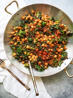 Spanish Chickpeas and Kale Recipe — Registered Dietitian Columbia SC - Rachael Hartley Nutrition - Spanish Chickpeas and Kale! This easy dish of sauteed kale and chickpeas is served is a rich tomato - Kale Dishes, Vegetable Dishes, Food Dishes, Vegetarian Main Dishes, Vegetarian Recipes, Healthy Recipes, Recipes With Kale Vegan, Cooked Kale Recipes, Easy Kale Recipes