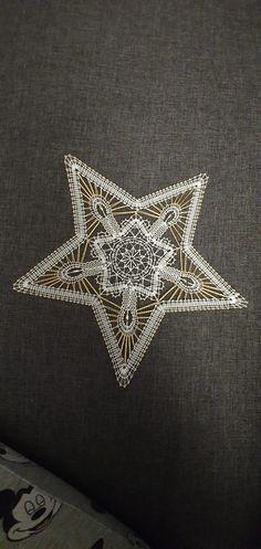 Bobbin Lacemaking, Needle Lace, Brooch, Jewelry, Bobbin Lace, Lace Stencil, Shortbread, Bobbin Lace Patterns, Stars