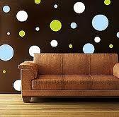 La pared  6. Mi pared es marrón, con puntos celestes (light blue-azul), y verdes.