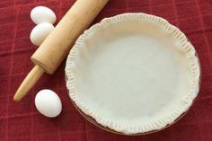 Una deliciosa receta de la pasta para pays en base a mantequilla que queda crujiente, conocida como Pate Brisee en frances. Es ideal para Pay de Manzana, o para el famoso Pie de Merengue y Limón.
