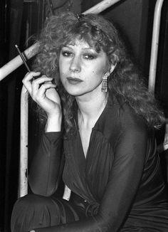 25 Photos Of A Young Helen Mirren That Prove She& Always Been Stunning Helen Mirren, Hollywood Stars, Classic Hollywood, British Actresses, Actors & Actresses, Divas, Stylish Older Women, Dame Helen, Vintage Photos Women