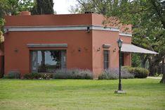 """Estancia"""" Puesto Viejo"""" Cañuelas, Buenos Aires Fachada Colonial, Mud House, Exterior Colors, Ideas Para, Farmhouse, Patio, Building, Outdoor Decor, Design"""