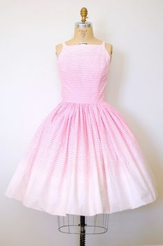 pretty in pink 50s | http://vintage-life-styles.blogspot.com