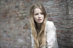 Voor de rol van Anouk, het ontvoerde meisje koos ik Joy Anna Thielemans. Het is meisje is 17 jaar en is nogal geïrriteerd omdat zij het enigste meisje van haar vriendinnen is die nog nooit een vriendje heeft gehad. Ze heeft ook vaak ruzie met haar ouders.