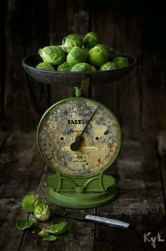 Un peu de tout, un peu de moi ............... Weighing In Green