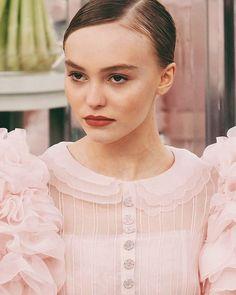 Chanel queen Visite link in bio!  #lilyrosedepp #chanelhautecouture #PFW