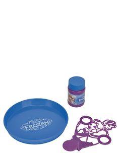 Leijailevissa saippuakuplissa on taikaa! Frozen-saippuakuplasetti sisältää 30 ml saippuakuplanestettä.