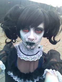 rostro maquillado simulando  muñeca diabolica