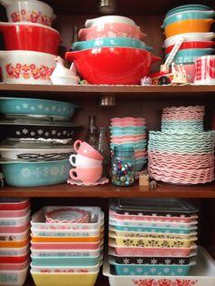 love the collection of Pyrex, hazel, atlas, crinoline, tabithasue. Vintage Dinnerware, Vintage Kitchenware, Vintage Dishes, Vintage Glassware, Vintage Pyrex, Pyrex Display, Vintage Love, Retro Vintage, Pyrex Bowls