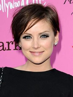 Audrey Hepburn Short Hair Shorthair Style Design 300x400 Pixel