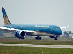 Máy bay Vietnam Airlines hạ cánh khẩn để cấp cứu hành khách