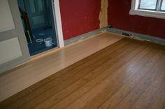 Golvet er nesten ferdig. Ådra i eikeimitasjon. (Midsund)