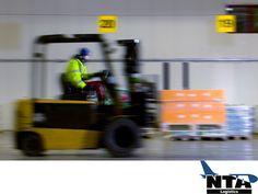 En NTA Logistics, contamos con servicio cross dock, para aquellos clientes que así lo requieran. TRANSPORTE LOGÍSTICO DE MEDICAMENTOS. Nuestros clientes cuentan con laboratorios propios dentro de nuestras instalaciones, cada uno con autorización sanitaria. Esto nos permite el tránsito de materiales de diferentes destinos, para disminuir la cantidad de producto almacenado y al mismo tiempo, reducir el plazo de entrega. #suministrodesolucioneslogisiticas