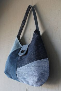 Geometric Patch Denim Handbag Lined with Victorian Themed Canvas, Front Magnetic Snap Closure, Back Zipper Pocket and Two Interior Pockets by AllintheJeans on Etsy Denim Tote Bags, Denim Handbags, Recycle Jeans, Diy Jeans, Jean Diy, Recycled Denim, How To Make Handbags, Small Shoulder Bag, Handmade Bags