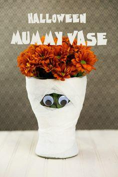 Cute Halloween mummy vase idea