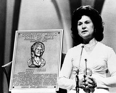 Country Legend Kitty Wells Has Died