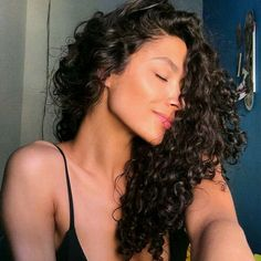 Do you like your wavy hair and do not change it for anything? But it's not always easy to put your curls in value … Need some hairstyle ideas to magnify your wavy hair? Curly Hair Styles, Natural Hair Styles, Summer Hairstyles, Trendy Hairstyles, Quiff Hairstyles, 1950s Hairstyles, Ethnic Hairstyles, Blonde Hairstyles, Blonde Curls
